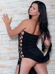 Is accustomed to commanding her - Sexy Women in Lingerie - Picture 2