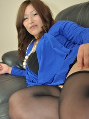 Mature asian babe in black - Sexy Women in Lingerie - Picture 1