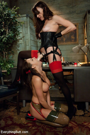 Chanel in all anal domination with fisti - XXX Dessert - Picture 6