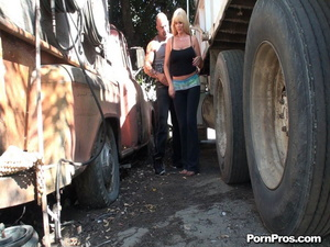 Gabbing a super sex-appeal sex in public MILF by the wheel of the unkempt truck - XXXonXXX - Pic 2