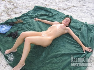 That Anglo-Saxon naked girls sweetie does her best showing all her tastiest body parts… - XXXonXXX - Pic 7