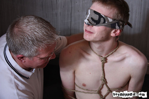 Doing free gay porn blowjob is done the best when eyes are covered - XXXonXXX - Pic 5