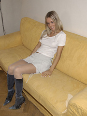 Blindfolded babe Sandra in white stockings and high heels spreads her .. - picture 4