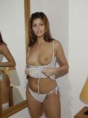 Blindfolded babe Sandra in white stockings and high heels spreads her .. - picture 13
