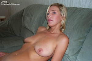 Busty milf Linda in tight stockings posi - XXX Dessert - Picture 6
