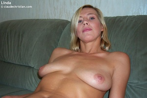 Busty milf Linda in tight stockings posi - XXX Dessert - Picture 7