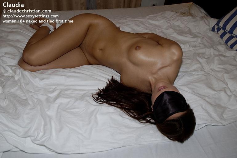fully naked petite girl claudia has her han xxx dessert