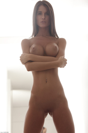 Beautiful face erotic brunette seductive - XXX Dessert - Picture 13