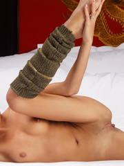 Gorgeous Dominique posing naked in gaiters - XXX Dessert - Picture 6