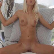 Erotic pics of busty blonde babe willingly - XXX Dessert - Picture 2