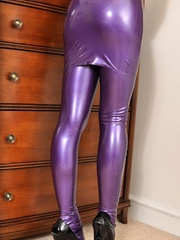 All in violet latex and coming to - Sexy Women in Lingerie - Picture 3