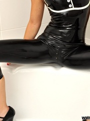 That smooth black latex bondage - Sexy Women in Lingerie - Picture 2