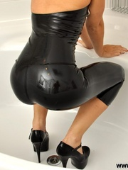 That smooth black latex bondage - Sexy Women in Lingerie - Picture 6
