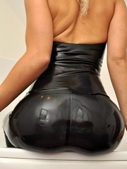 That smooth black latex bondage - Sexy Women in Lingerie - Picture 9