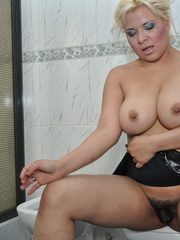 Plump blonde milf pulls down her - Sexy Women in Lingerie - Picture 13
