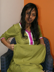 Nasty indian gf taking off her green outfit - XXX Dessert - Picture 4
