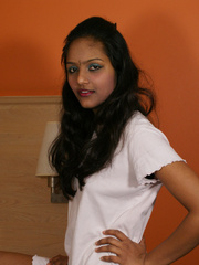 Indian lovely girl pulls up her white - XXX Dessert - Picture 2