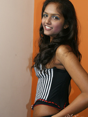 Curvaceous indian teen girlfriend in black - XXX Dessert - Picture 2