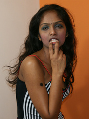 Curvaceous indian teen girlfriend in black - XXX Dessert - Picture 6