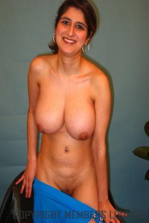 Busty Indian sex miss is enjoying the hottest pleasure! - XXXonXXX - Pic 4