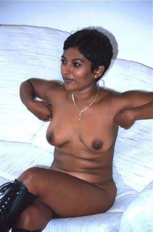 Hot brown Indian sex lovely is showing off herself - XXXonXXX - Pic 4