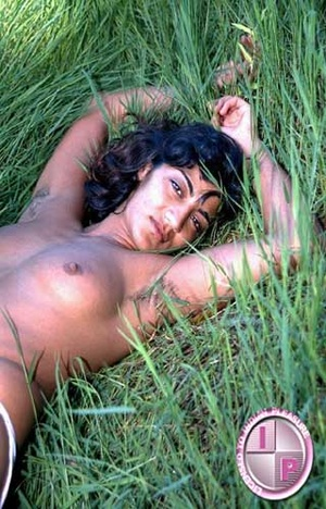 Fuck her smacking Indian pussy in that green grass right now!!! - XXXonXXX - Pic 2