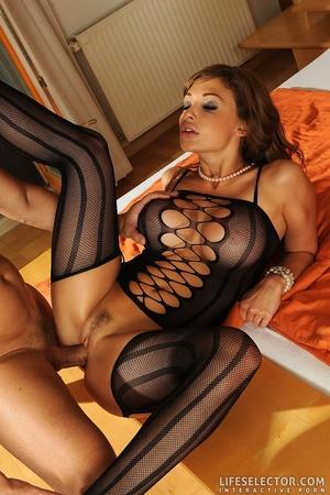Pornagme xxx pics of busty brunette in e - XXX Dessert - Picture 3