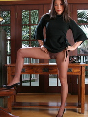 His Asian secretary in sexy high heel - XXX Dessert - Picture 10