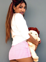 Indian schoolgirl spreads her dark slit - XXX Dessert - Picture 3