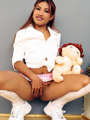 Indian schoolgirl spreads her dark slit - XXX Dessert - Picture 10