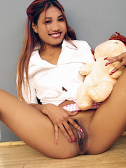 Indian schoolgirl spreads her dark slit - XXX Dessert - Picture 12