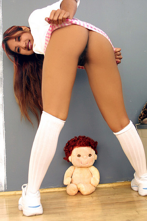 Indian schoolgirl spreads her dark slit  - XXX Dessert - Picture 13