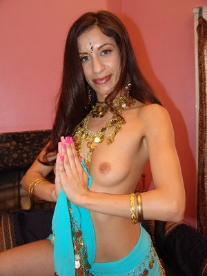Indian Girl Showing Small Boobs - XXX Dessert - Picture 7