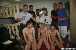 Skinny twink jacking off in all him mates view - Picture 2
