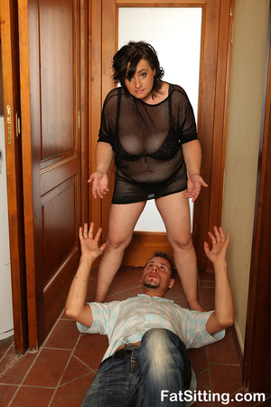 Brunette fatty sits on dude face before  - XXX Dessert - Picture 3