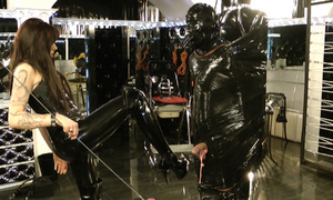Latex dressed dominatrix abusing her - XXX Dessert - Picture 5