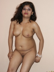 Teen Indian girl takes off her clothes to finger - XXXonXXX - Pic 11