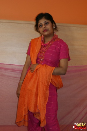 Indian slut taking off her pink sari to get nude on cam - XXXonXXX - Pic 1