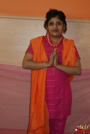 Indian slut taking off her pink sari to get nude on cam - XXXonXXX - Pic 2