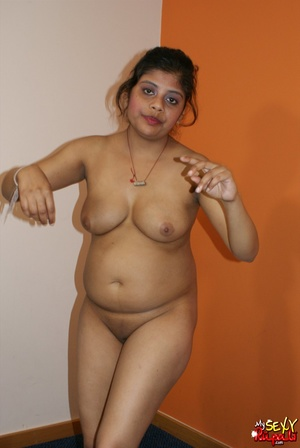 Wild Indian chick in pink dress takes it off to stay nude on cam - XXXonXXX - Pic 10