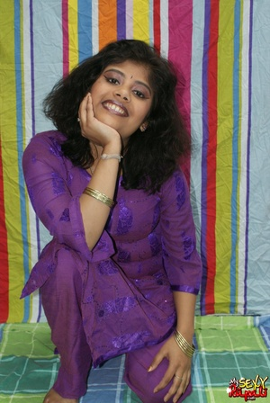 Sexy Indian fatty in purple sari takes it off to demonstrate her chubby delights - XXXonXXX - Pic 4
