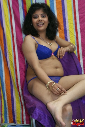 Sexy Indian fatty in purple sari takes it off to demonstrate her chubby delights - XXXonXXX - Pic 9