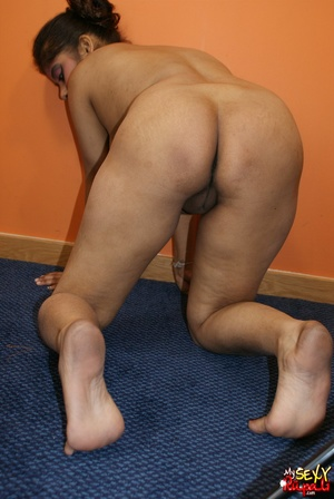 Slutty ponytailed Indian bitch taking off her jeans and demonstrating her cooch and ass - XXXonXXX - Pic 15