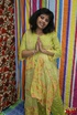 Lustful Indian bitch in yellow sari undresses to…