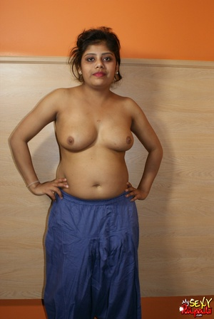 Chubby Indian chick with big melons takes off her blue sari and demonstrates her delights - XXXonXXX - Pic 7