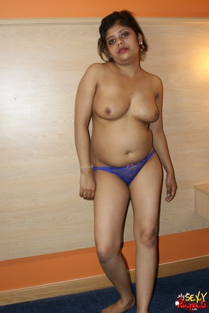 Chubby Indian chick with big melons takes off her blue sari and demonstrates her delights - XXXonXXX - Pic 10