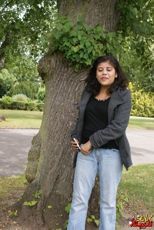 Shameless Indian teen in jeans shows off her big tits outdoors - XXXonXXX - Pic 2