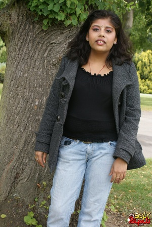 Shameless Indian teen in jeans shows off her big tits outdoors - XXXonXXX - Pic 3