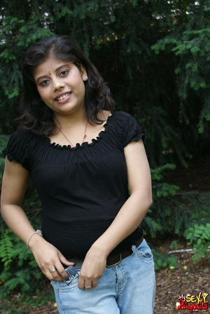 Shameless Indian teen in jeans shows off her big tits outdoors - XXXonXXX - Pic 6