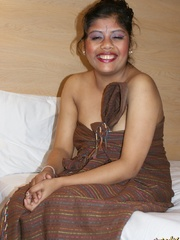 Fat Indian chick in brown cover gets nude and - XXXonXXX - Pic 2